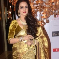 Rekha Dazzles in Sari at Hello Magazine Awards 2013