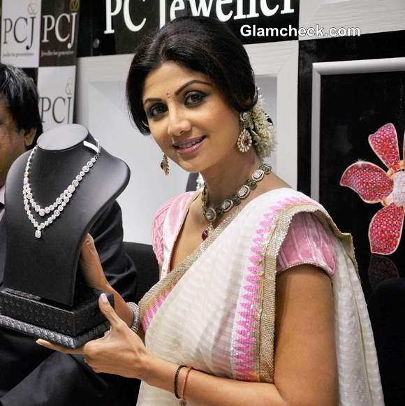 Shilpa Shetty 2013 at PC Jewelers store inaguration in Mangalore