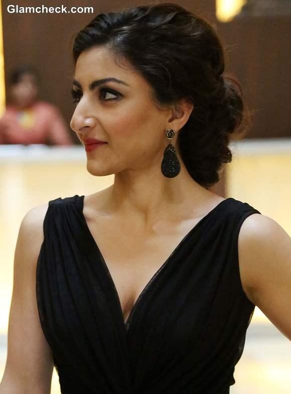 Soha Ali Khan Inaugurates Glamour 2013 in Black Evening Gown