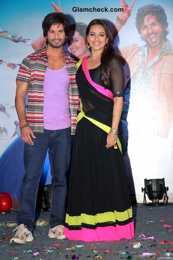 Sonakshi Sinha Shahid Kapoor at Music launch of R Rajkumar