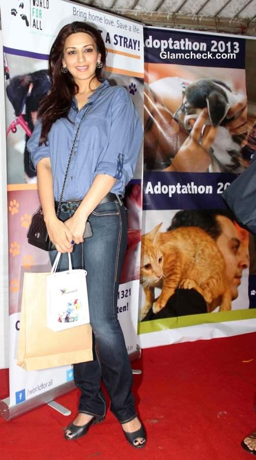 Sonali Bendre at 2013 Pet Adoption