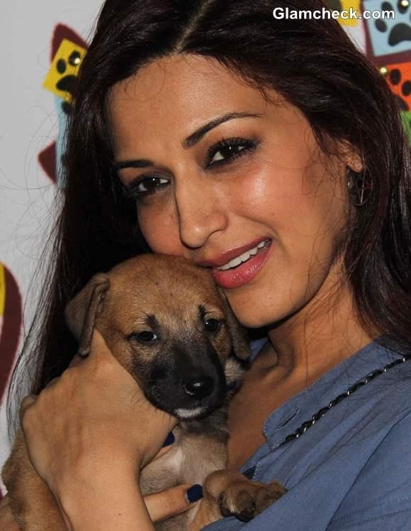 Sonali Bendre at Pet Adoption 2013