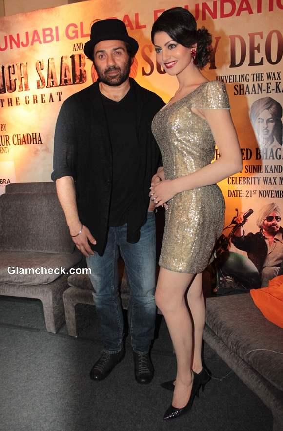 Sunny and Urvashi Unveil Wax Statue of Shahid Bhagat Singh