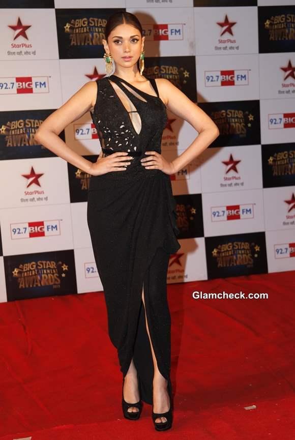 Aditi Rao Hydari in black Mandira Virk Gown at Big Star Entertainment Awards 2013