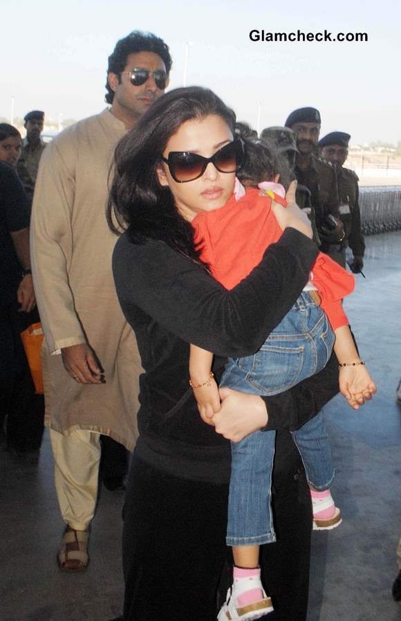 Aishwarya Rai with Aaradhya Pictures