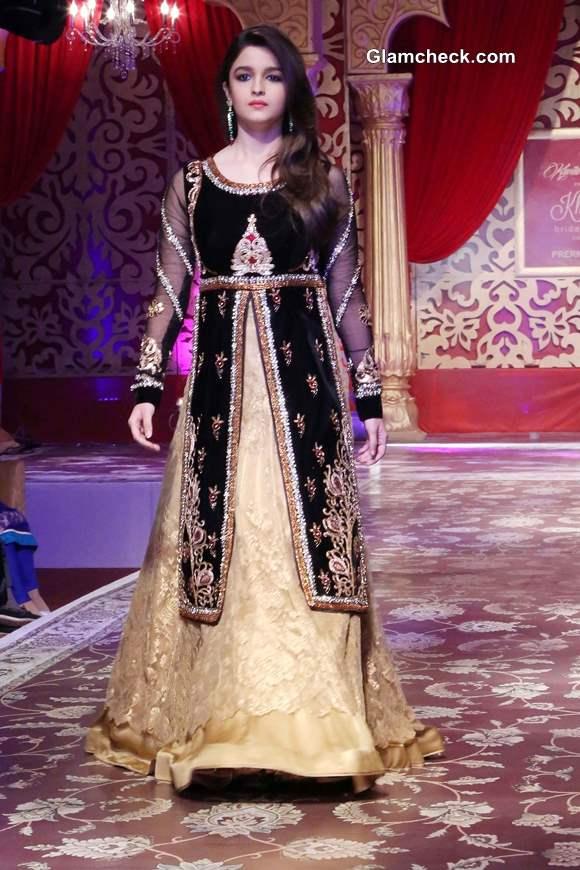 Alia Bhatt for Kavita and Meenu at Khwaab Bridal Couture 2013