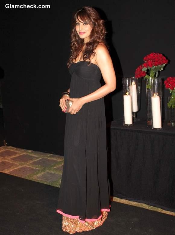 Bipasha Basu Sizzles in Strapless Black Dress at Deepika Padukone Success Party 2013
