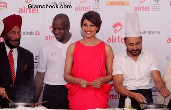 Bipasha Basu and Rahul Bose Cooking at a Pasta Party