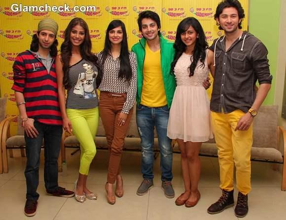 Cast of Yaariyan Promote Film on Radio Mirchi Studios