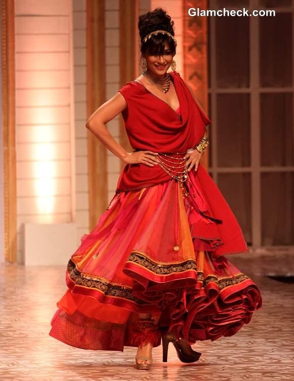 Chitrangada Singh In Tarun Tahiliani outfit for Azva Jewellery at Amby Valley IBFW 2013 Mumbai