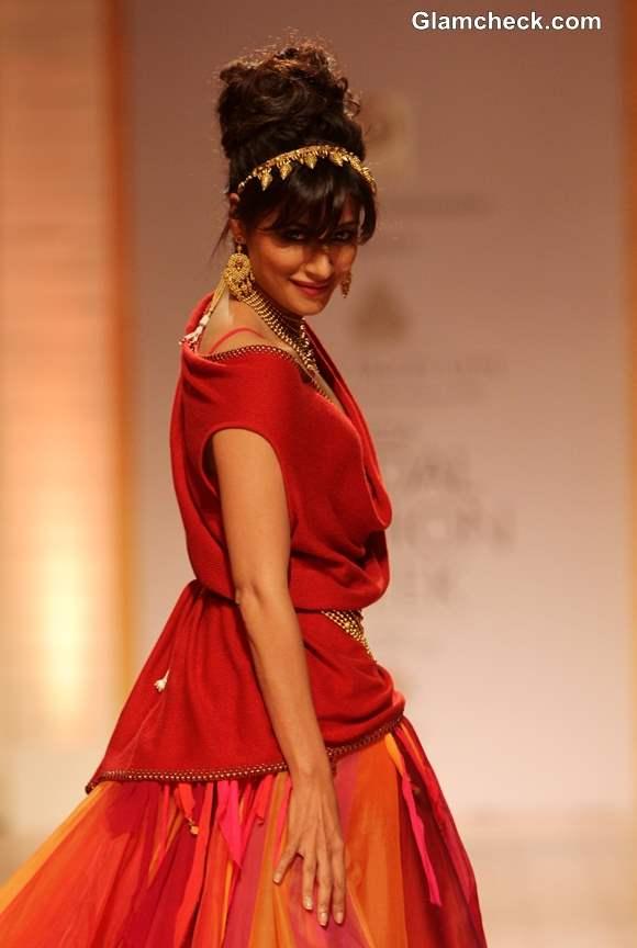 Chitrangada Singh for Azva Jewellery at Amby Valley IBFW 2013 Mumbai