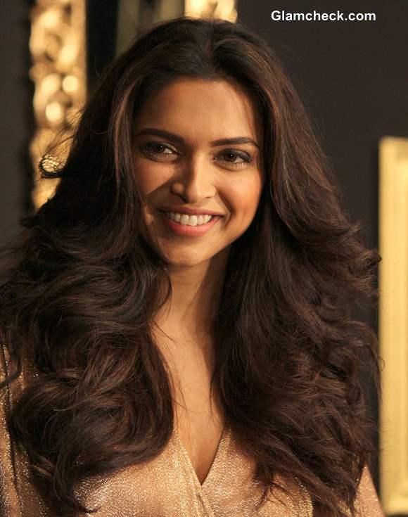 Deepika Padukone Looking Like A Goddess In Gold Gown
