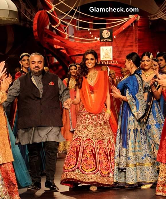 Esha Gupta in Azva gold at JJ Valaya show IBFW 2013 Mumbai