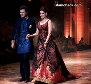 Genelia and Riteish for Neeta Lulla at IBFW 2013 Mumbai