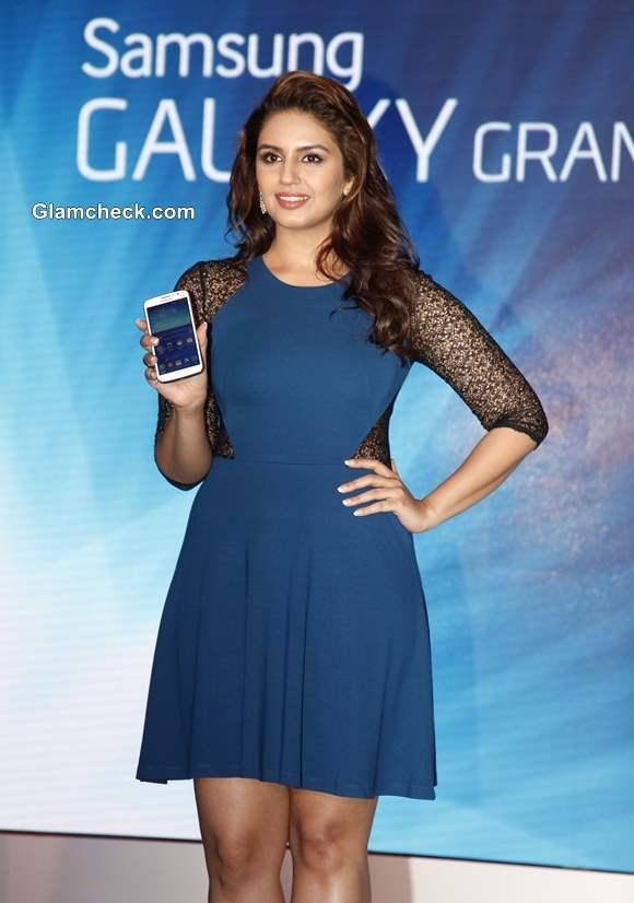 Huma Qureshi in Blue Dress at Samsung GALAXY Grand 2 Launch in Mumbai