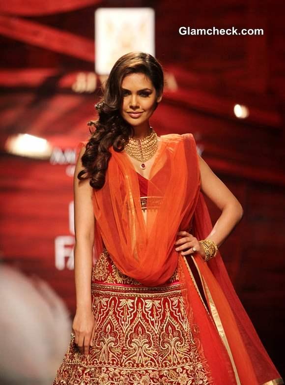 IBFW 2013 Mumbai Esha Gupta dazzles in Azva gold at the JJ Valaya show