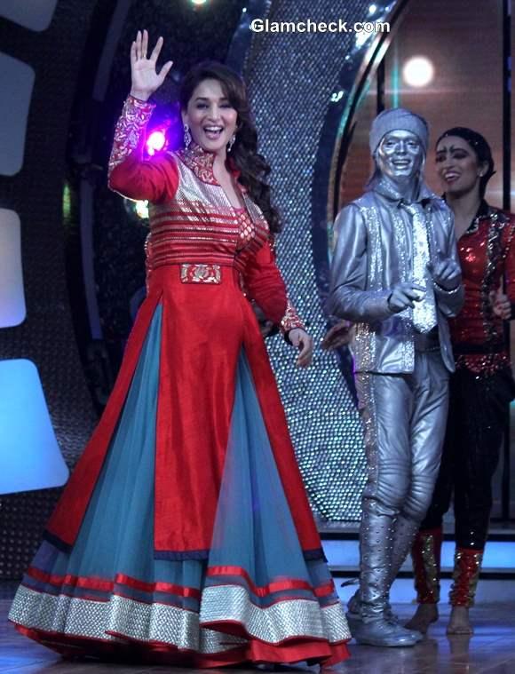 Madhuri Dixit Promotes Dedh Ishqiya on Dance India Dance