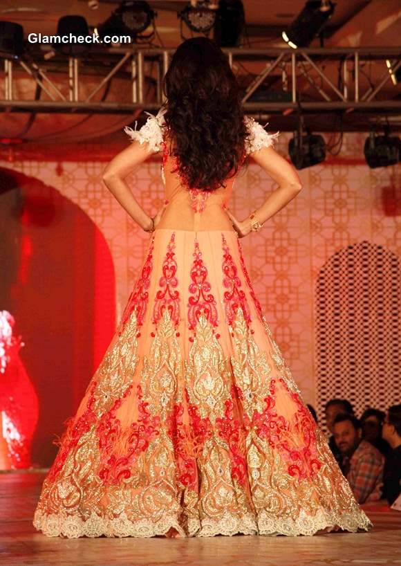 Shilpa Shetty in Rohit Verma Lehenga at Marigold Watches Fashion Show Pictures