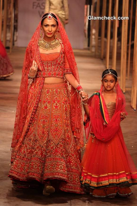 Tarun Tahiliani Showcases His Traditional Bridal Wear at IBFW 2013 on Day 1