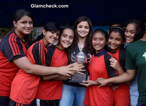 Alia Bhatt 2014 at Mumbai School Prize Distribution Ceremony