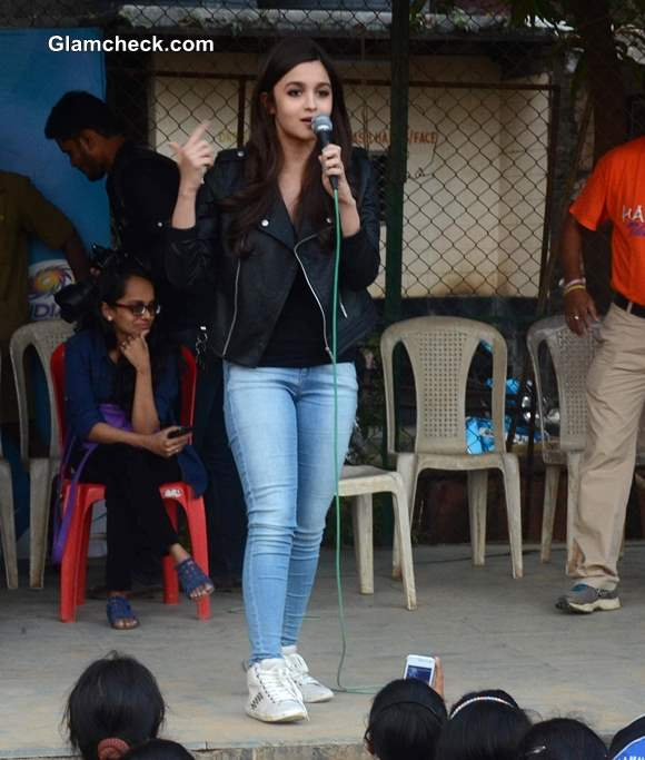 Alia Bhatt Casual style at Mumbai School Prize Distribution Ceremony