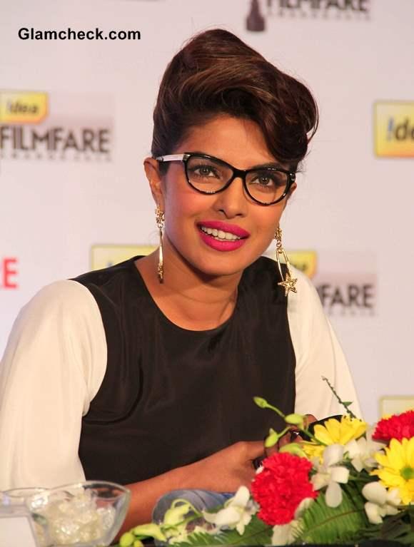 Priyanka Chopra and Ranbir Kapoor to Host Filmfare Awards 2014