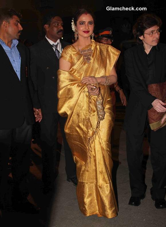 Rekha Glows in Gold Kanjeevaram Sari 2014 at 59th Filmfare Awards