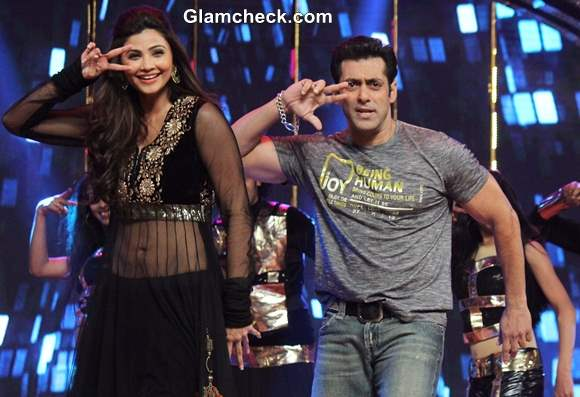 Salman Khan and Daisy Shah Promote Jai Ho on Dance India Dance