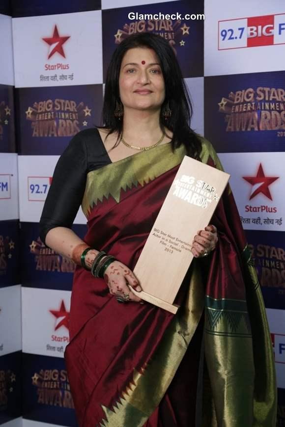 Sarika at Big Star Entertainment Awards 2013