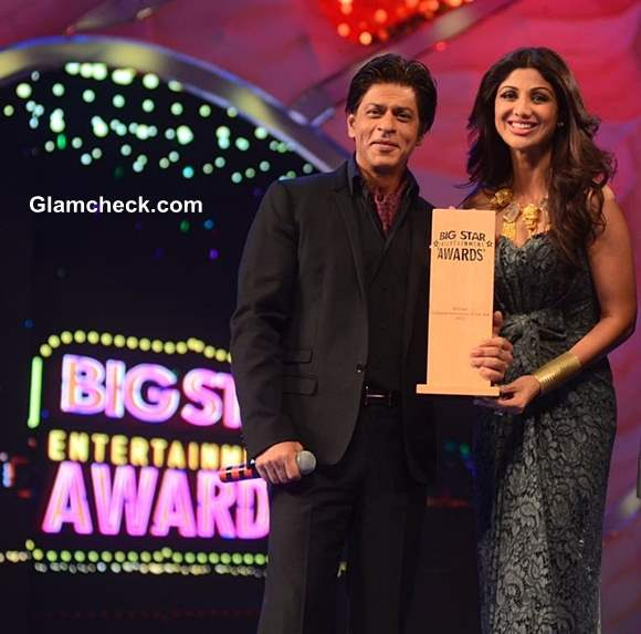 Shilpa Shetty and Shahrukh Khan at Big Star Entertainment Awards 2013