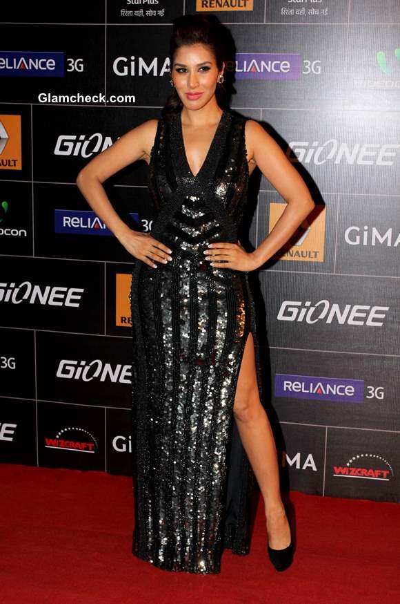 Sophie Choudry 2014 at the Global Indian Music Academy Awards