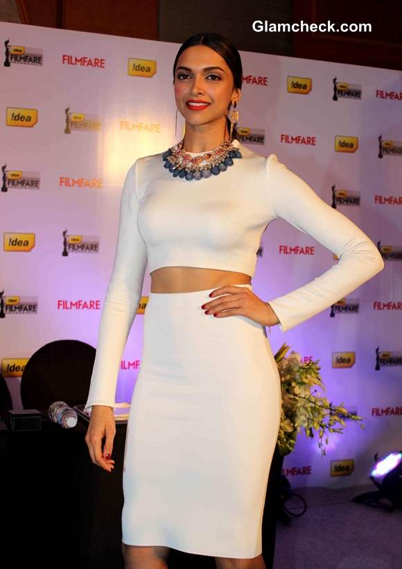 Deepika Reveals Toned Tummy in White Zara Cropped Top