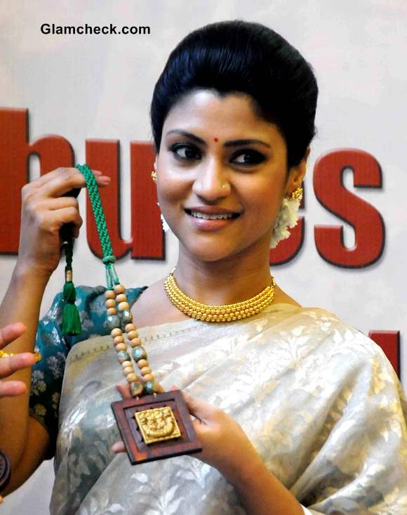 Konkona Sen Sharma Launches Gold Collection in Gold Sari