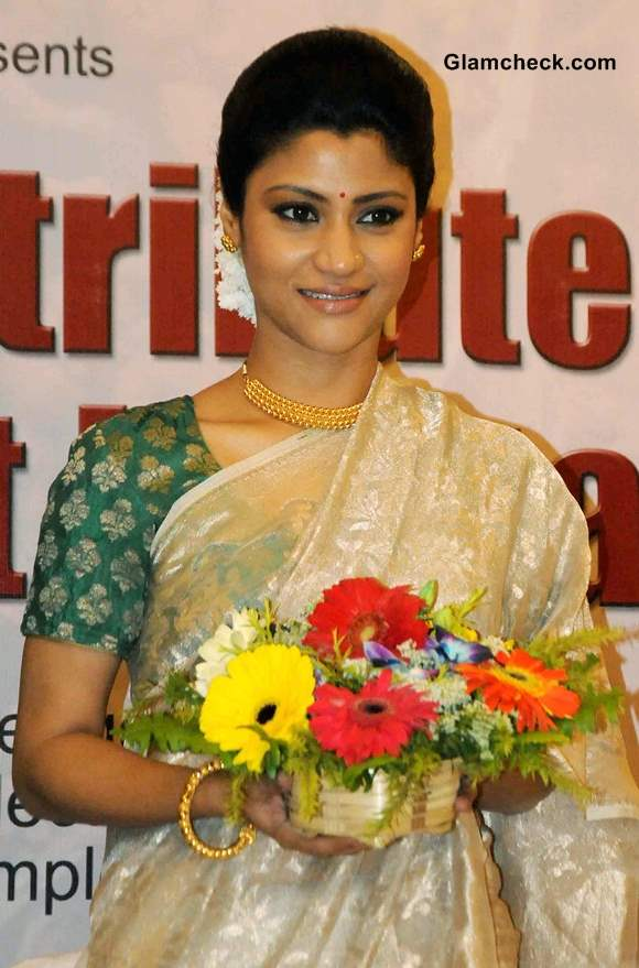 Konkona Sen Sharma in Gold Sari