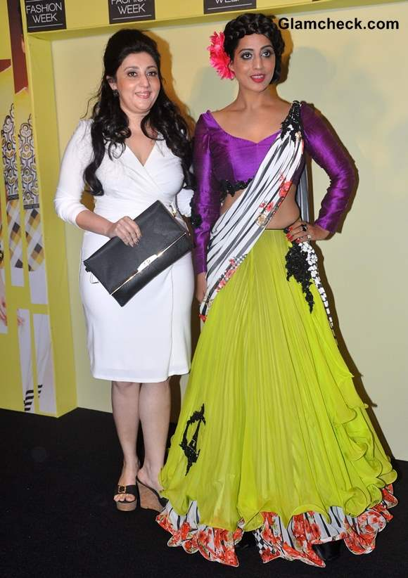 Mahi Gill with fashion designer Archana Kochhar at Lakme Fashion Week Summer-Resort 2014 Press Meet