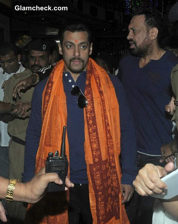 Salman Khan at Siddhivinayak Temple in Mumbai