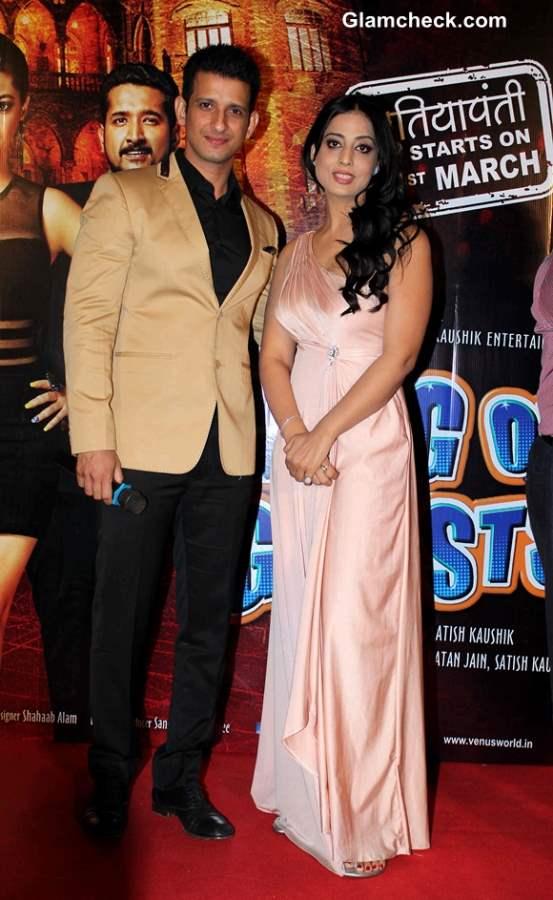 Sharman Joshi and Mahi Gill in Gang of Ghosts