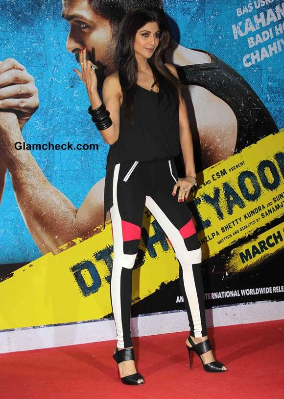 Shilpa Shetty Song Tu Mere Type Ka Nahi Hai from Dishkiyaoon