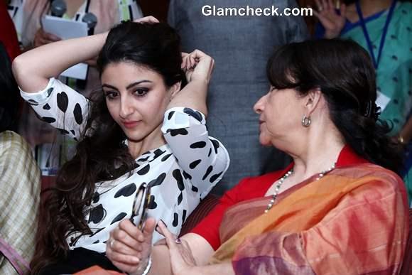 Soha and Sharmila Tagore Launch Main Kuch Bhi Kar Sakti Hoon