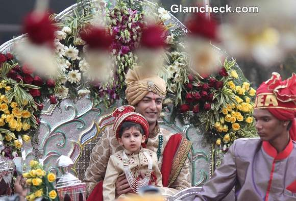 Vaibhav Vohra arrives on a chariot to Marry Ahana Deol