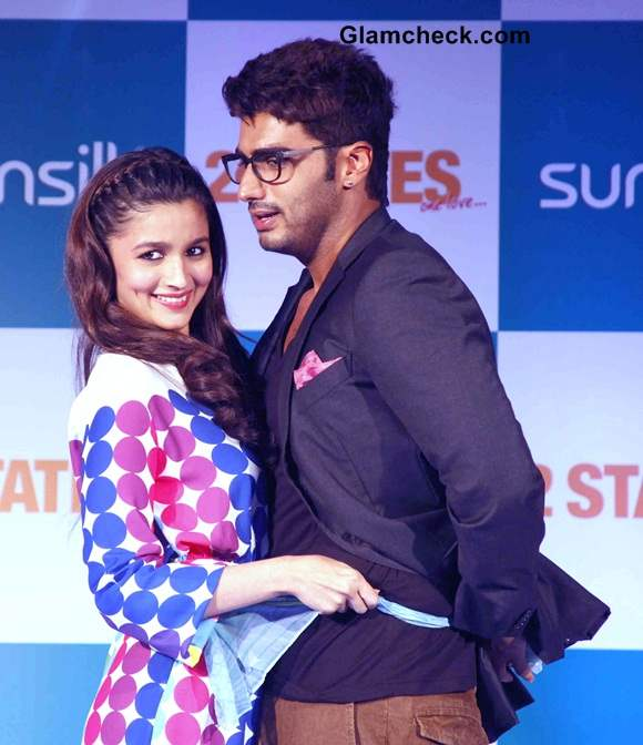 Alia Bhatt and Arjun Kapoor at 2 States Promo