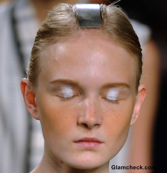 Beauty How To -  Be Minimalistic But Bold with White Eyeshadow