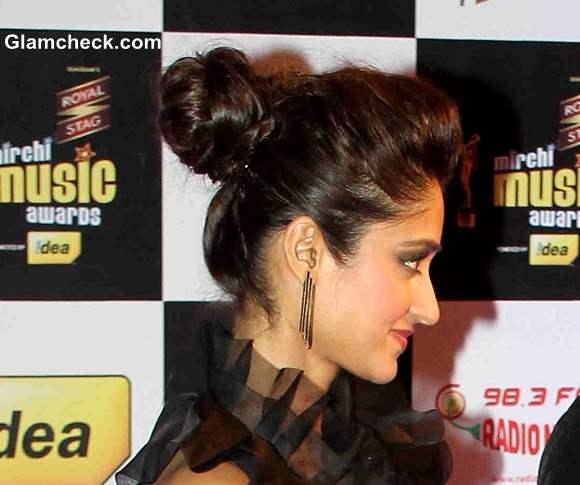 Ileana DCruz Hairstyle at Mirchi Music Awards Red Carpet