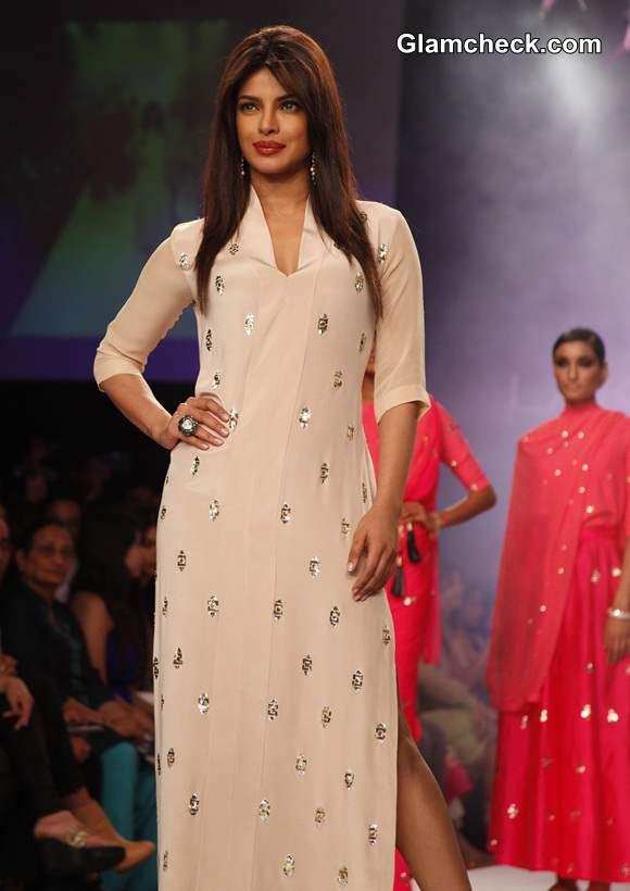 LFW S-R 2014 Priyanka Chopra for Neeta Lulla pics