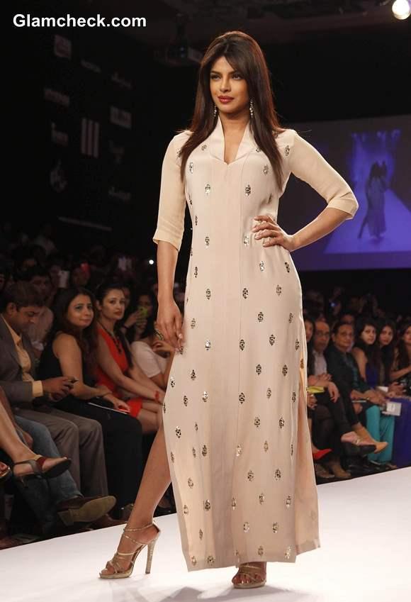 LFW S-R 2014 Priyanka Chopra