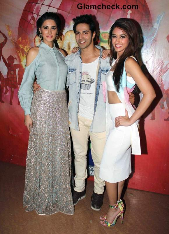 Nargis and Ileana on Boogie Woogie Grand Finale