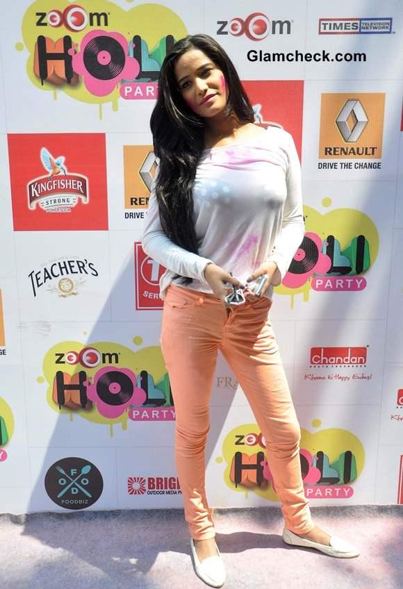 Poonam Pandey 2014 celebrates Holi