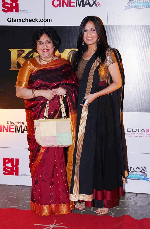 Rajnikanths wife Latha Rajinikanth and daughter Soundarya Rajinikanth Ashwin