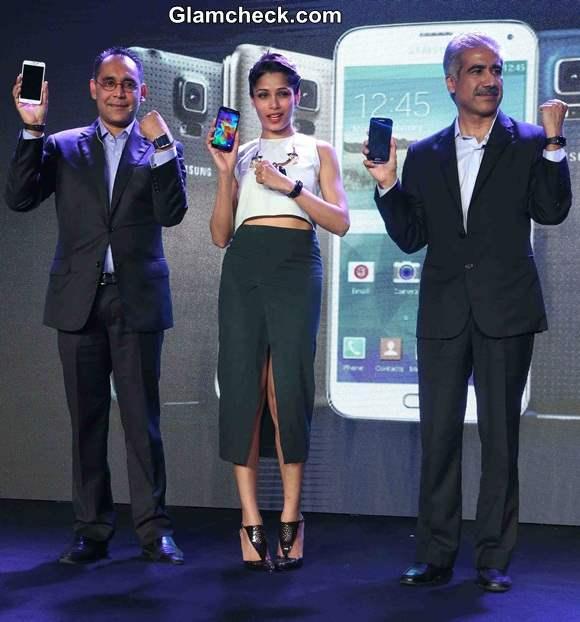 Samsung 5 Launch Freida Pinto 2014