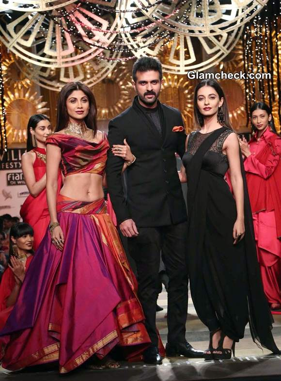 Shilpa Shetty, Harman and Ayesha at Tarun Tahiliani Show WIFW A-W 2014